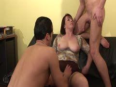 Reife Mutter und 3 Jungs