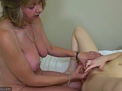 Reife Hausfrau lesbisch