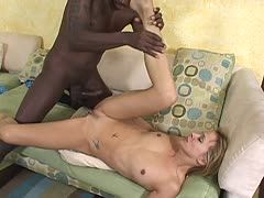 Ebony treibt es mit blonder Mutter